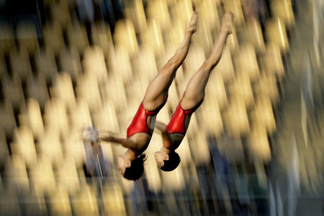 Čínské skokanky Čchen Žuo-lin a Liou Chuej-sia získaly zlato v soutěži synchro z desetimetrové věže.