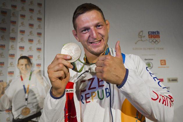 Jsem jednička! pyšní se Lukáš Krpálek se zlatou olympijskou medailí.