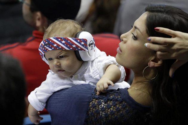 Partnerka Michaela Phelpse Nicole Johnsonová s jejich synem Boomerem.