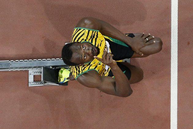 Usain Bolt krátce před startem závodu na 200 metrů.