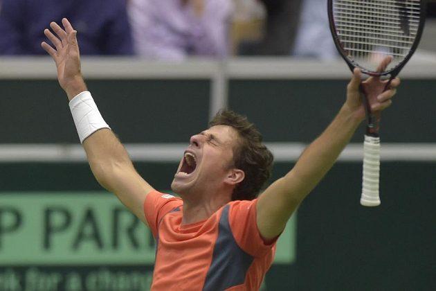 Dobojováno! Robin Haase zajistil v Ostravě třemi body postup Nizozemska na finálový turnaj Davis Cupu.