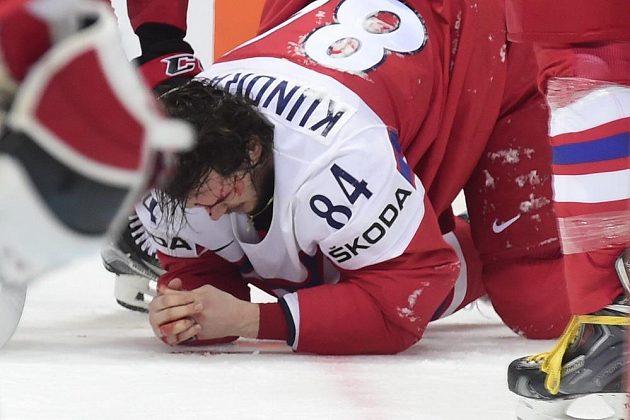 Zraněný český reprezentant Tomáš Kundrátek.