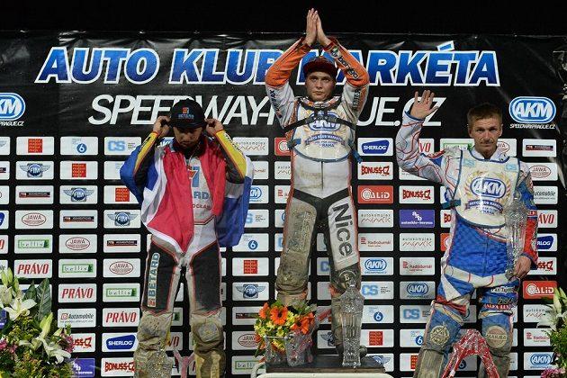 Tři nejlepší ve 46. ročníku Tomíčkova memoriálu. Uprostřed vítěz Emil Sajfutdinov, vlevo druhý Jurica Pavlic, vpravo třetí Rafal Okoniewski.