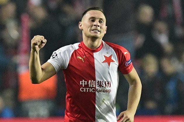 Jan Bořil ze Slavie se raduje z gólu proti Barceloně.