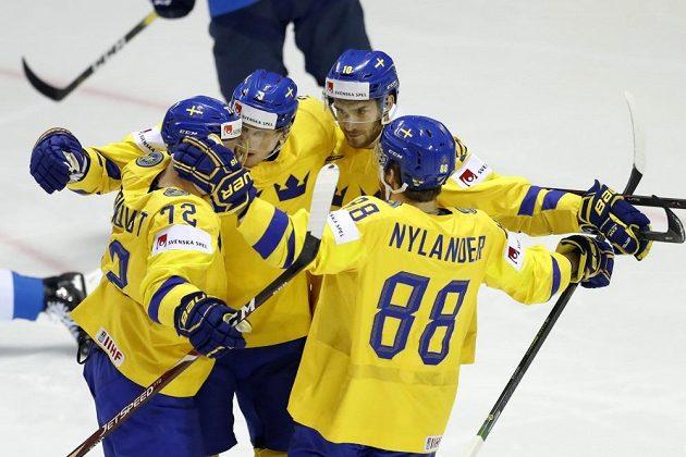 Radost švédských hokejistů v zápase s Finskem