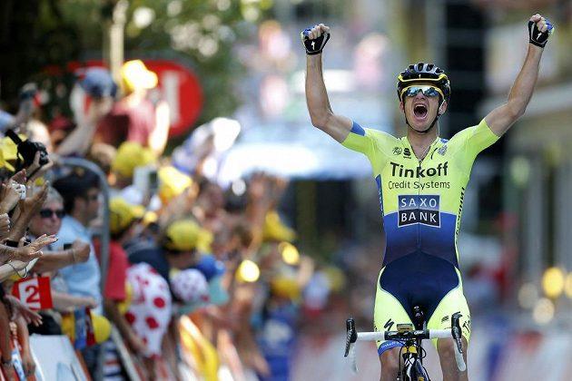 Australský cyklista Michael Rogers slaví vítězství v 16. etapě Tour de France.
