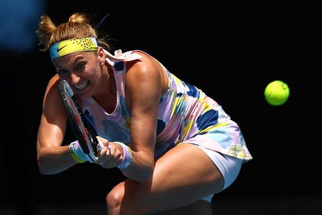 Petra Kvitová při utkání s Australankou Ashleigh Bartyovou.