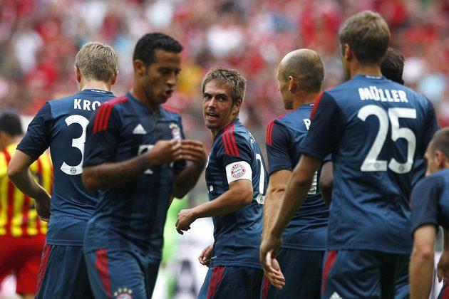 Philipp Lahm (s kapitánskou páskou) vstřelil vedoucí gól Bayernu Mnichov nad Barcelonou.
