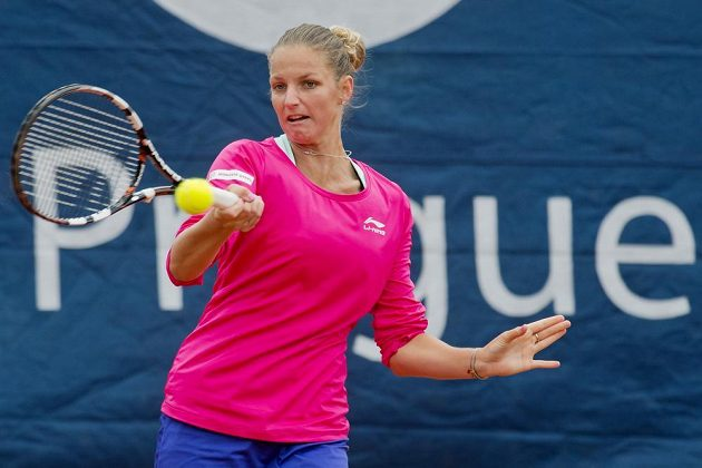 Karolína Plíšková v duelu s Heather Watsonovou z Velké Británie na antukovém turnaji ITF Sparta Prague Open.