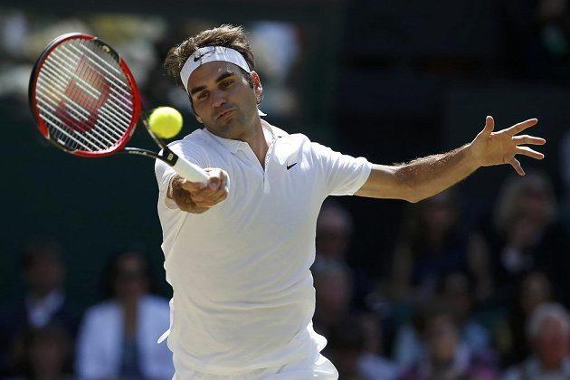 Švýcar Roger Federer během zápasu s Marinem Čiličem.