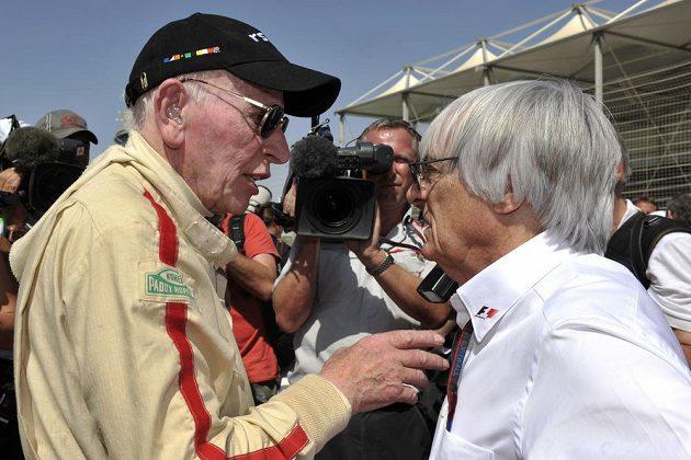 John Surtees (vlevo) a bývalý šéf formule 1 Bernie Ecclestone.