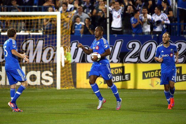 Útočník Didier Drogba se raduje z jednoho ze svých tří gólů do sítě Chicaga Fire v americké Major League Soccer.