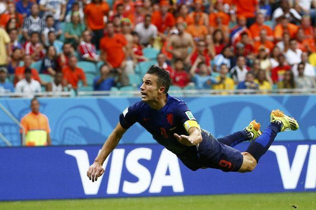 Plachtící Robin van Persie zařídil Nizozemcům vyrovnání v zápase se Španěly.