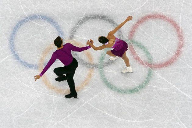 Premiéru na olympiádě v Pchjongčchangu mají za sebou čeští reprezentanti Anna Dušková a Martin Bidař. V soutěži sportovních dvojic absolvovali krátký program.