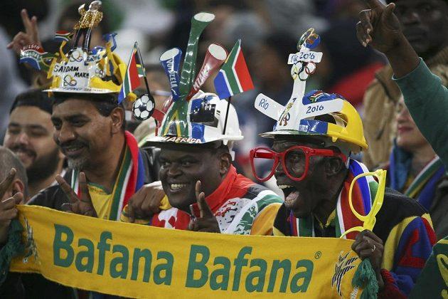 Tahle parta podporuje fotbalisty z Jižní Afriky.