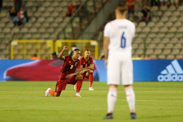 Belgičtí fotbalisté před zápasem s Českou republikou poklekli.