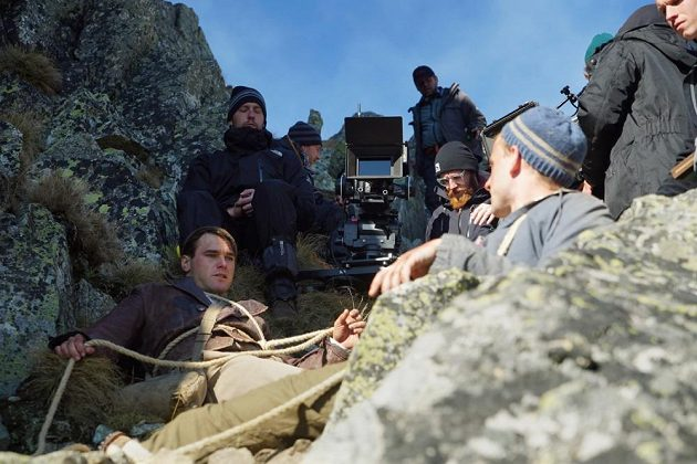 Vavřinec Hradilek (vlevo dole) při natáčení tatranských scén filmu Tenkrát v ráji.