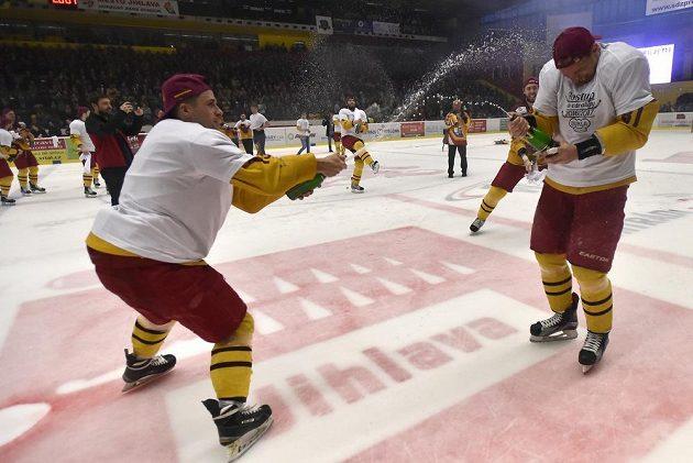 Jihlavští hokejisté slaví po 12 letech návrat do nejvyšší soutěže.