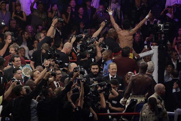 Poražený Manny Pacquiao děkuje za podporu.