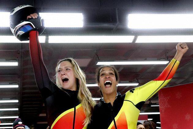 Německé bobistky Mariama Jamankaová a Lisa Buckwitzová se staly olympijskými vítězkami.