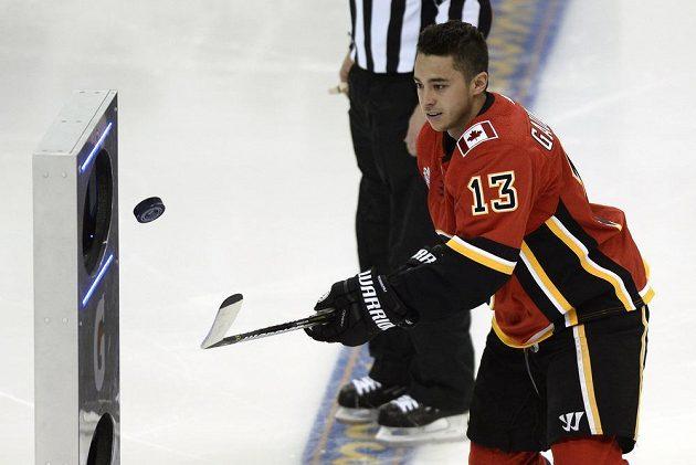 Hokejista Flames Johnny Gaudreau kontroloval puk nejlépe