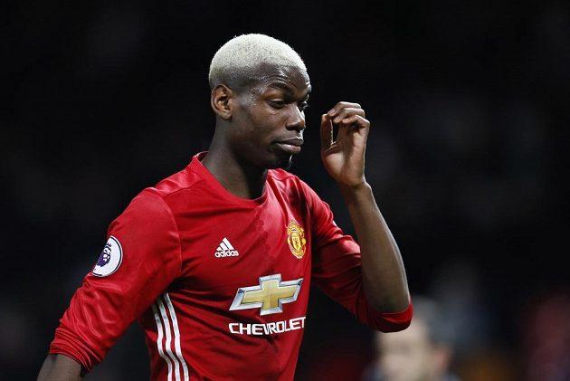 Skleslý Paul Pogba z Manchesteru United při utkání s Hullem.
