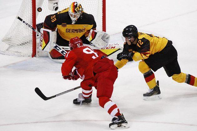 Ruský hokejista Nikita Gusev dal v olympijském finále Německu dvě branky, jeho druhá trefa znamenala prodloužení bitvy o zlato.