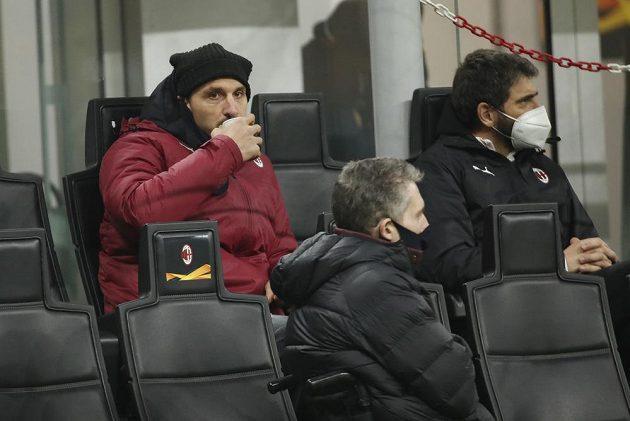 Milánský Zlatan Ibrahimovic jen v roli diváka.