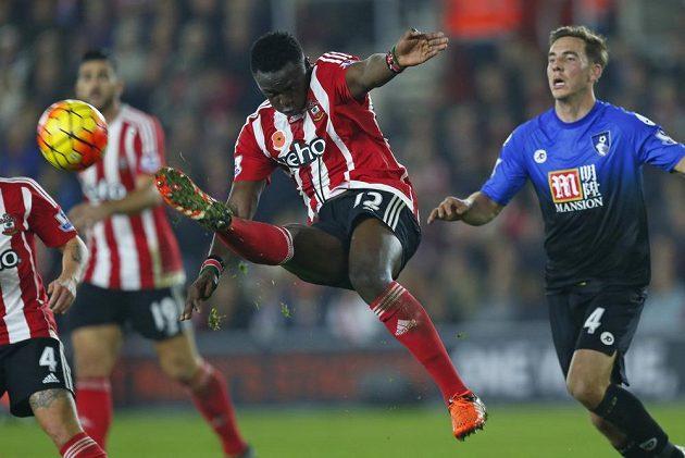 Southamptonský Sadio Mané hraje i ve vzduchu...