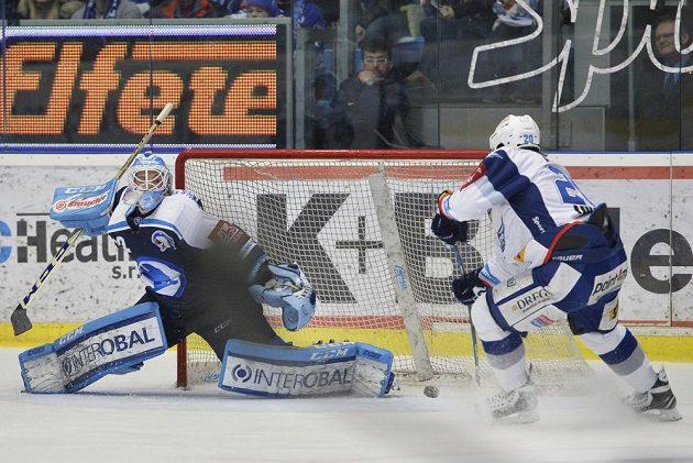 Hynek Zohorna při prvním gólu Brna ve druhém semifinále v Plzni.