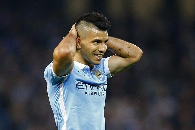Zklamaný Sergio Agüero z Manchesteru City po neproměněné penaltě proti PSG.