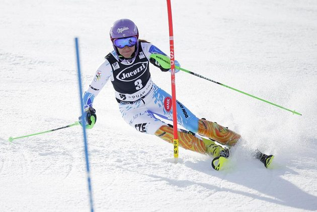 Šárka Strachová při slalomu ve Squaw Valley.