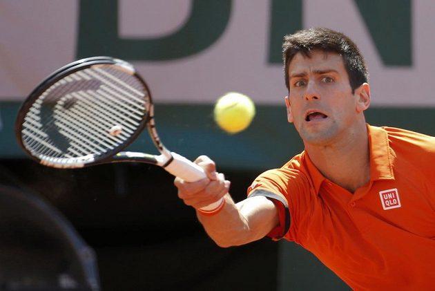 Srbský tenista Novak Djokovič ve finále French Open se Švýcarem Stanem Wawrinkou.