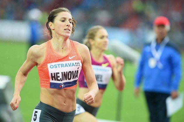 Zuzana Hejnová v cíli závodu na 400 m překážek.
