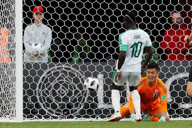 senegalec Sadio Mané otevírá skóre zápasu proti Japonsku