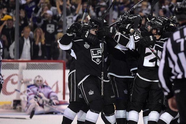 Kings mají po další výhře o kousek blíž ke svému historicky druhému Stanley Cupu. Ten první získali v roce 2012.