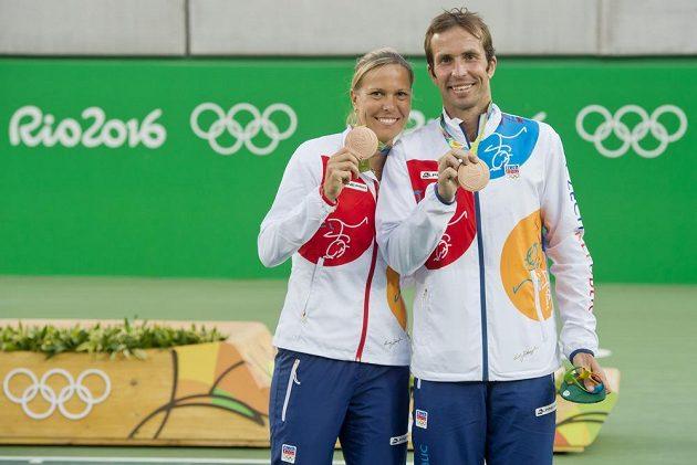 Radek Štěpánek a Lucie Hradecká skončili na OH v Riu třetí v mixu a získali třetí tenisový bronz pro ČR.