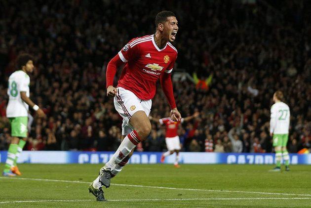 Fotbalista Manchesteru United Chris Smalling slaví gól proti Wolfsburgu v utkání Ligy mistrů.