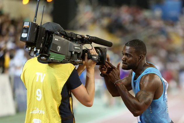Americký sprinter Justin Gatlin si vítězství v Dauhá užíval.