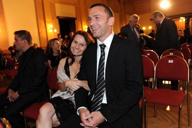 Jaromír Blažek s manželkou během vyhlášení ankety Zlatý míč 2013.