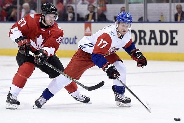 Sidney Crosby a Vladimír Sobotka, momentka z utkání Kanada - Česko při Světovém poháru.