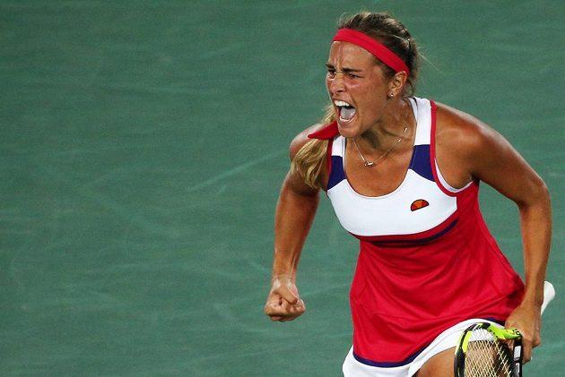 Portoričanka Monica Puigová se raduje. Senzačně získala zlatou olympijskou medaili.
