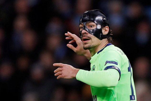 Fotbalista Schalke Benjamin Stambouli během odvety s Manchesterem City.