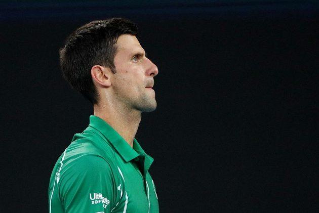 Srb Novak Djokovič při semifinále se Švýcarem Rogerem Federerem.