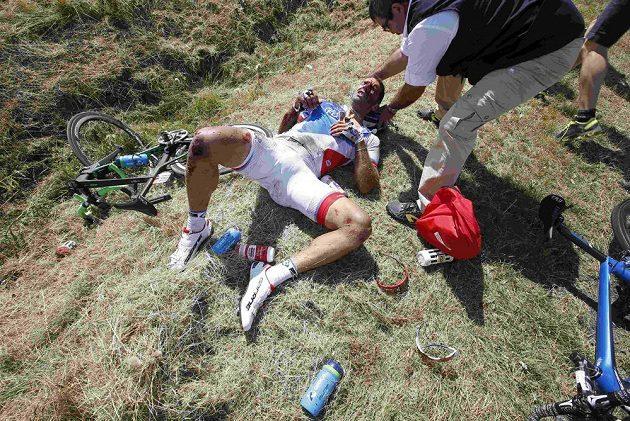 William Bonnet odnesl hromadný pád na Tour zlomeným krčním obratlem.