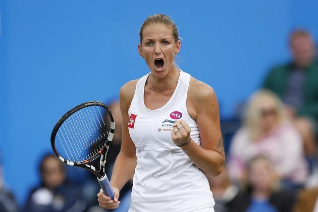 Vítězné gesto tenistky Karolíny Plíškové v Birminghamu.