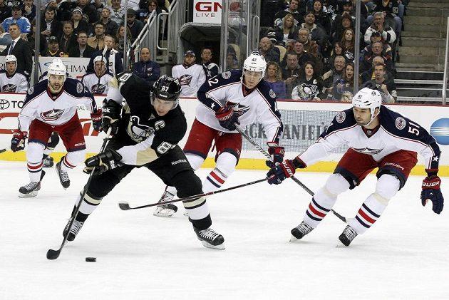 Sidney Crosby (v černém dresu) vstřelil vítězný gól proti Columbusu.