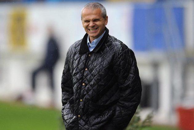 Spokojený trenér Sparty Praha Vítězslav Lavička během zápasu s Teplicemi.
