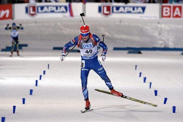 Český biatlonista Ondřej Moravec finišuje ve vytrvalostním závodu na MS v Kontiolahti.