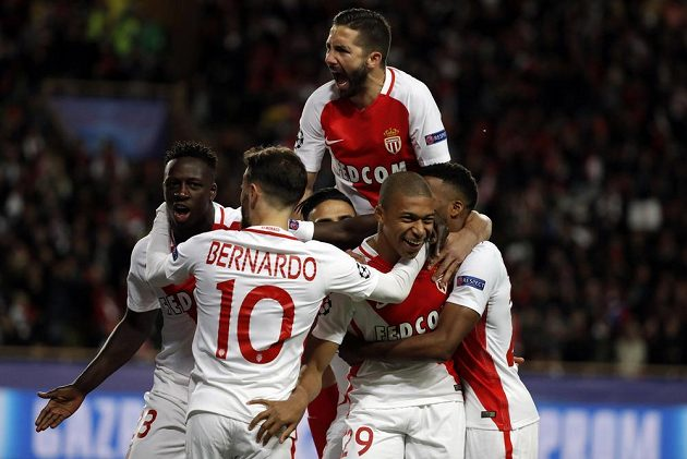 Monacká radost po gólu Mbappého v odvetném čtvrtfinále Ligy mistrů s Dortmundem.
